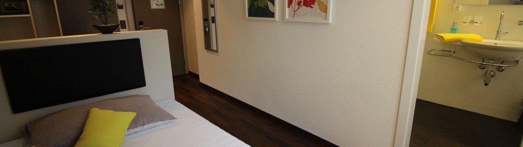 economy zimmer mit queen size bett hotel jardin. Black Bedroom Furniture Sets. Home Design Ideas